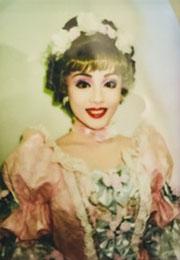 ヨガスタジオ グランディール インストラクター:式部いろは 元宝塚歌劇団 ベルサイユのばら 娘役 宮城県仙台市出身。現在福岡県北九州市在住。