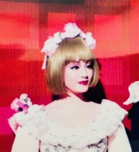 ヨガスタジオグランディールいろはヨガインストラクター式部いろは(しきぶいろは)元宝塚歌劇団娘役。ベルサイユのばら